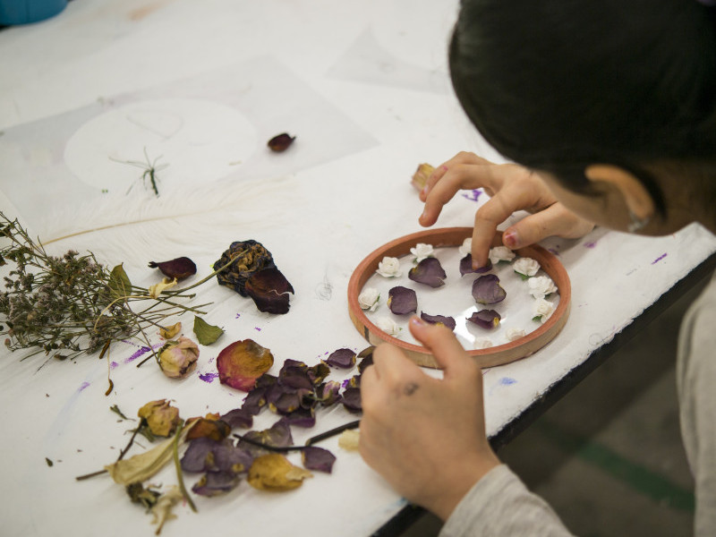 Pressing Dried Flowers in Glass